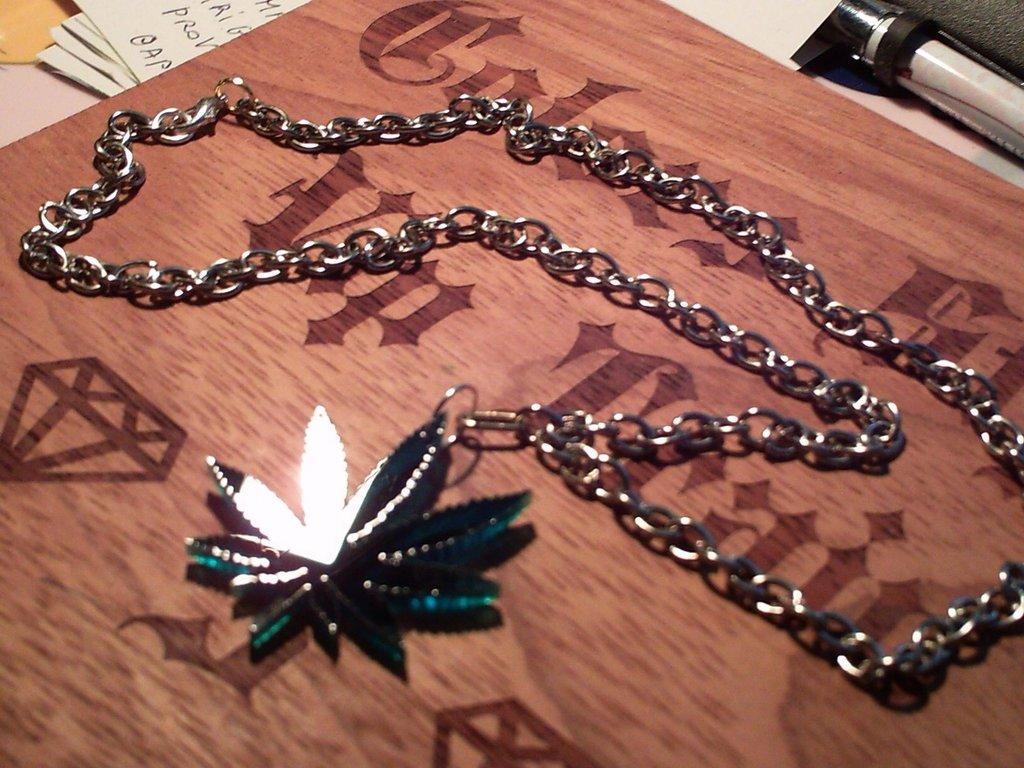 Collana foglia maria^*^ verde a specckio