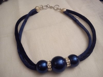 girocollo in velluto blu
