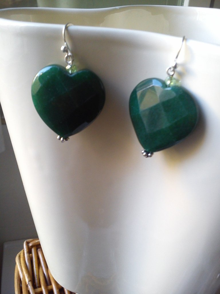 orecchini in radice di smeraldo