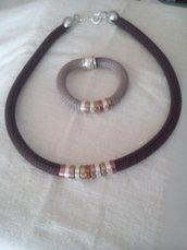 collana e bracciale in corda e metallo