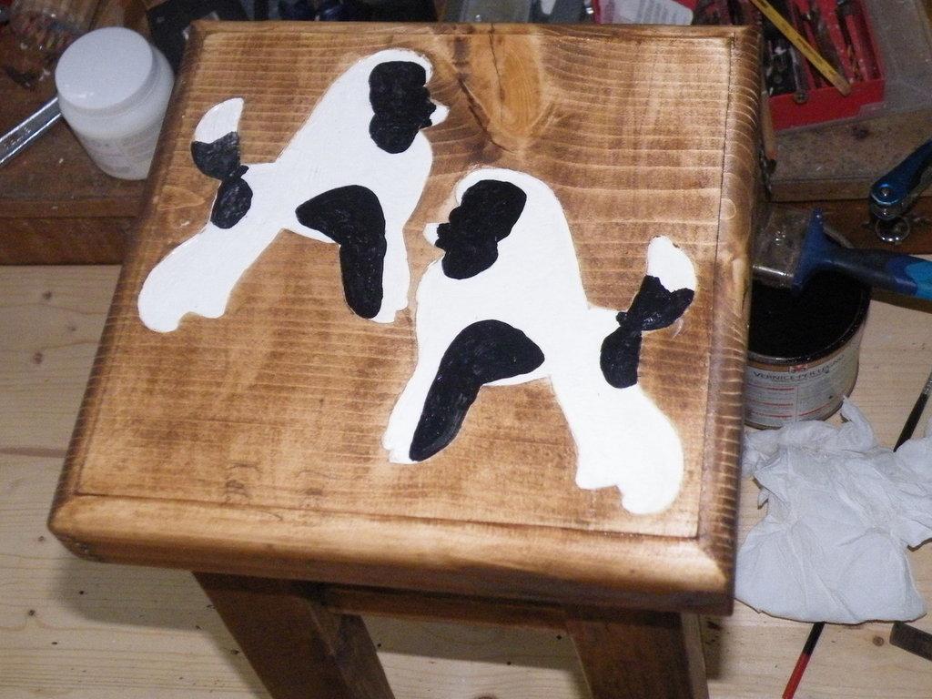 Sgabello in legno