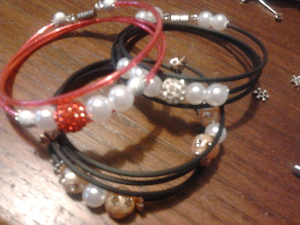braccialetti con perline e strass