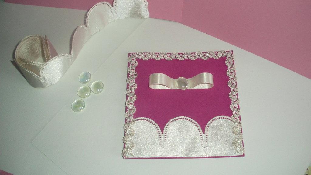 Partecipazione di matrimonio in cartoncino e raso fatta a mano