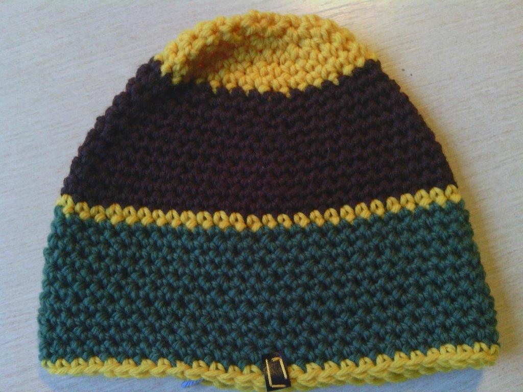 cappello in lana fatto a mano all'uncinetto C050