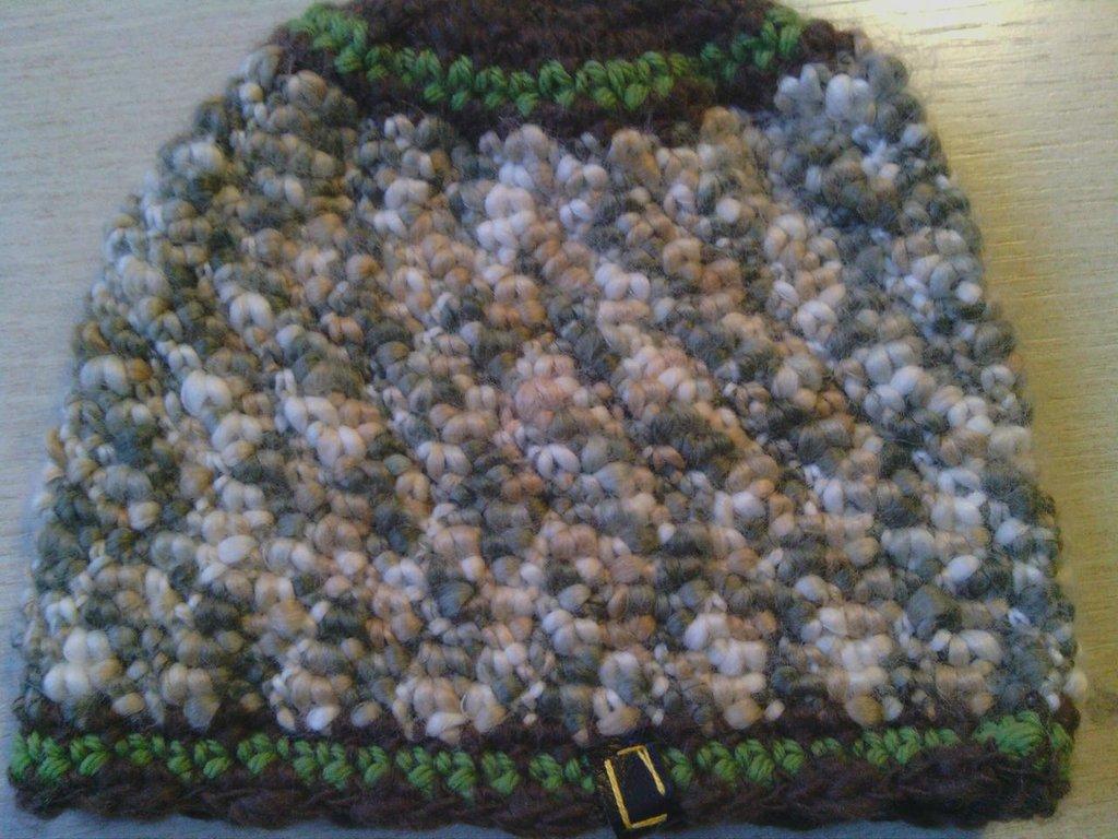 Cappello bambina bambino in lana  fatto a mano all'uncinetto C052