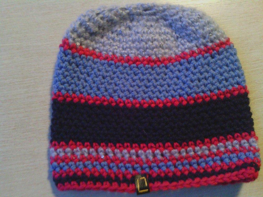 _cappello  donna  ragazza in lana   ,fatto a mano all'uncinetto C053