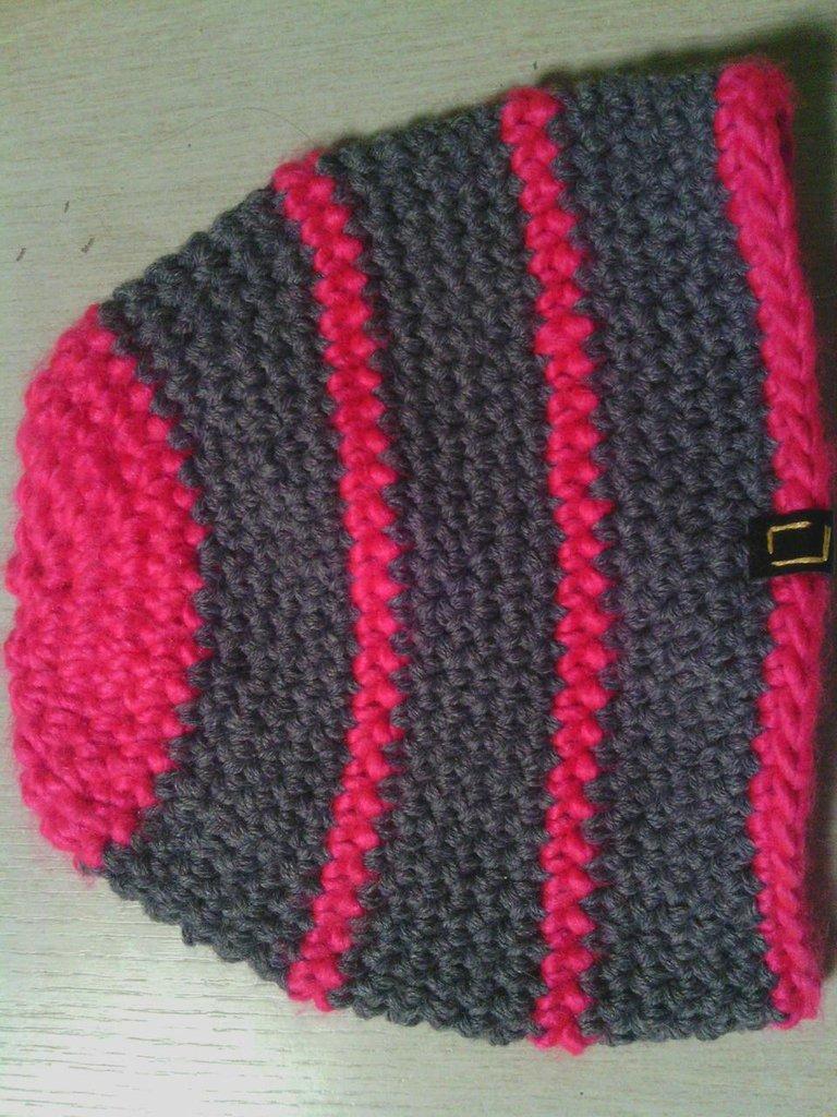 _cappello  donna  ragazza in lana, fatto a mano all'uncinetto C057