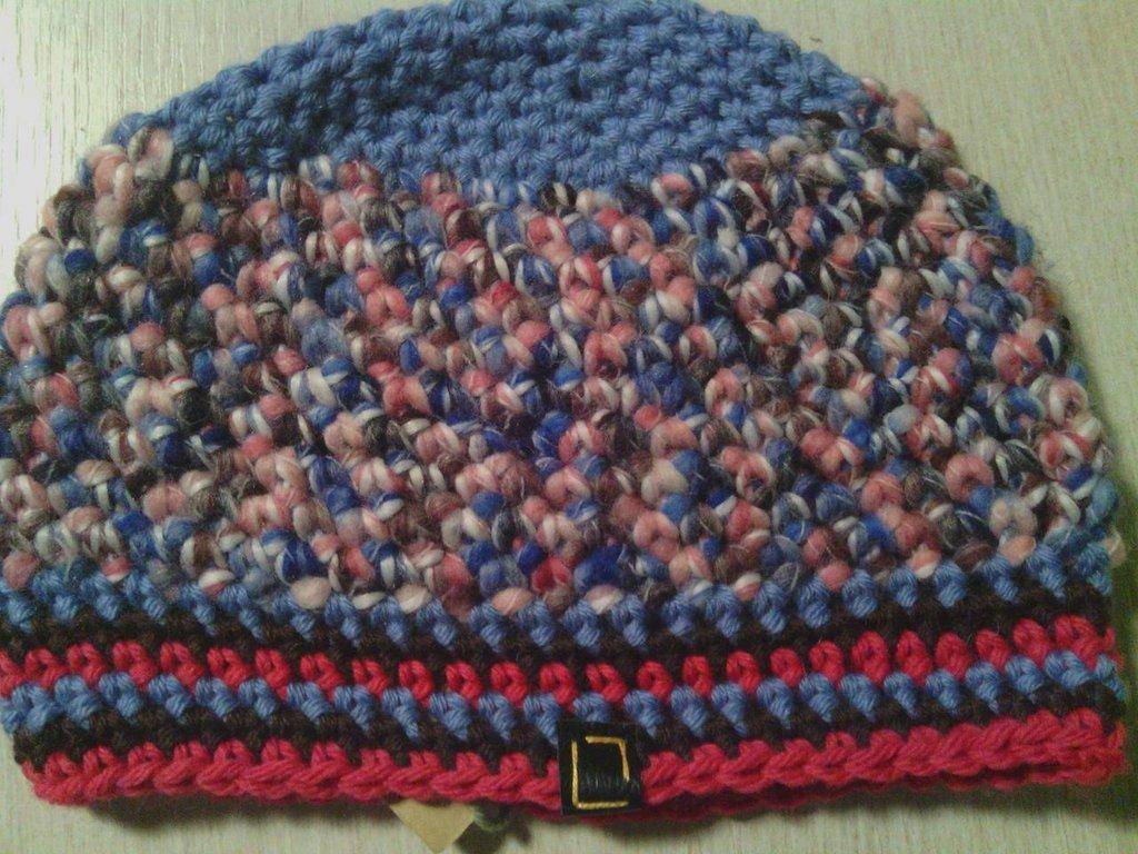_cappello  donna  ragazza in lana, fatto a mano all'uncinetto C058