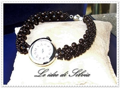 Orologio con bracciale in perle cerate nere