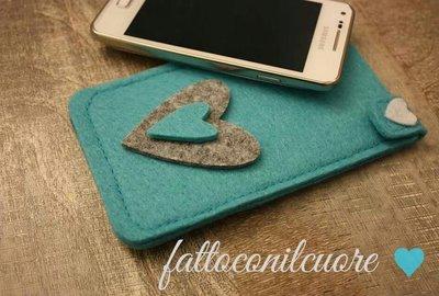 custodia  in feltro azzurra  per smartphone compatibile anche con i phone