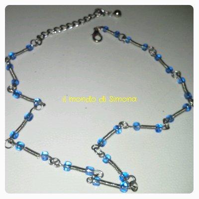 collana girocollo azzurra