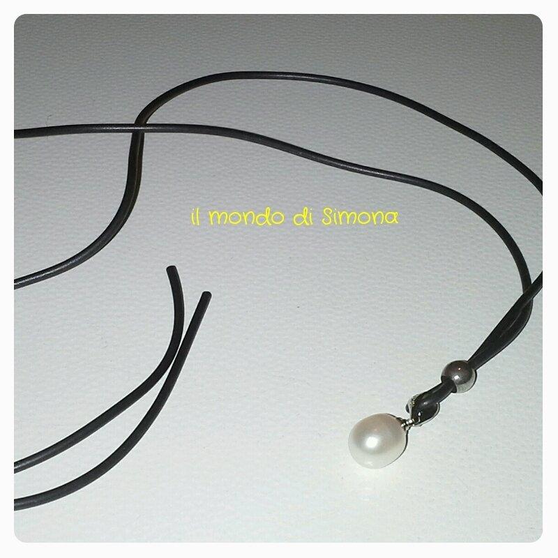 collana caucciù e perla