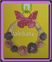 Ghirlanda con farfalla e rose