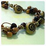collana di corda e perle di legno
