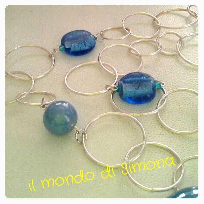 collana lunga alluminio e perle di vetro azzurro