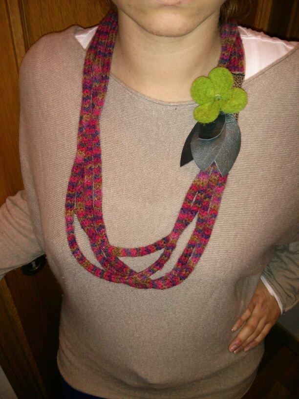 Collana in lana multicolori