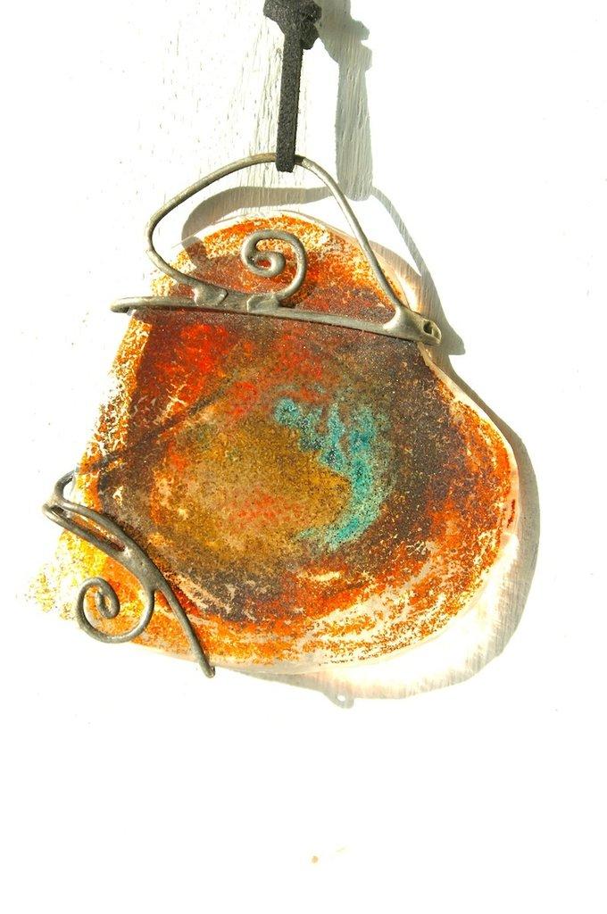 ciondolo in vetro  di forma irregolare