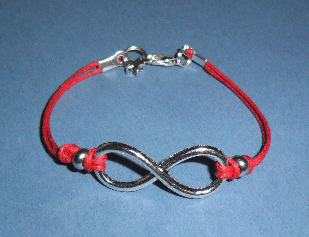 Infinity San Valentino - Braccialetto linea Infinito con beads silver tone e cordino cerato rosso