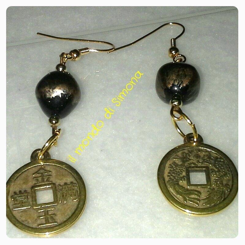 orecchini pendenti con medaglia