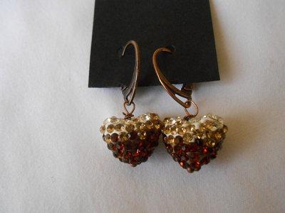 Orecchini fatti a mano in bronzo e cuore di strass bianco  marrone , idea regalo  per S. valentino .