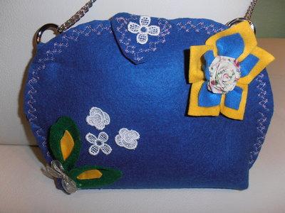 Delicata e romantica borsa in feltro