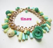 Bracciale handmade in fimo e cernit con catena dorata , perle e rose cilindriche verdi-beige