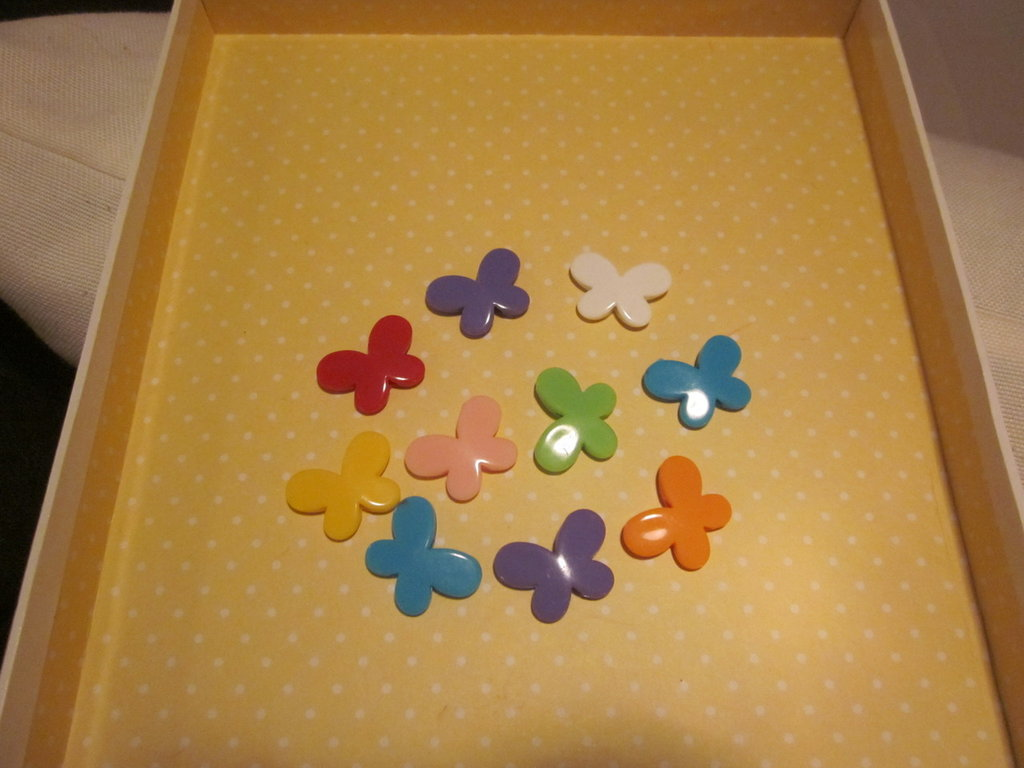 5 farfalle colorate forate