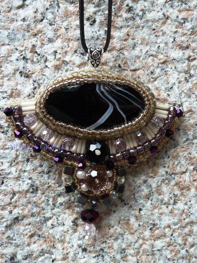 """Collana con pietre e perline fatta a mano con tecnica embroidery  """"Bolero"""""""