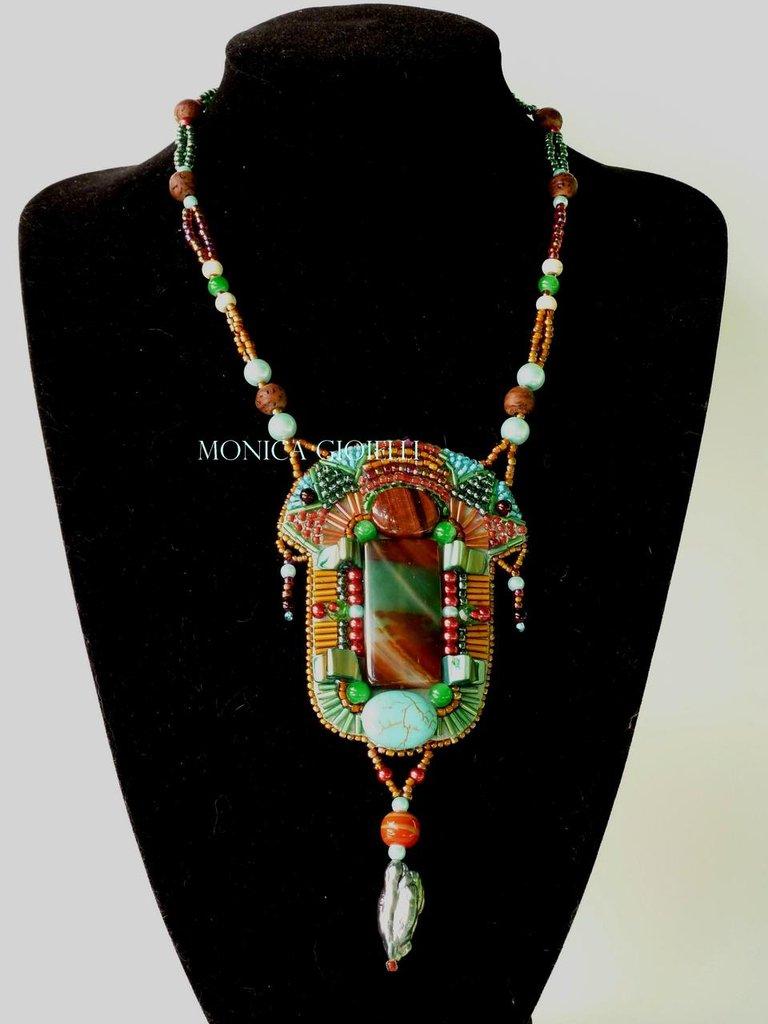 """Collana con pietre e perline fatta a mano con tecnica embroidery """"Africa"""""""