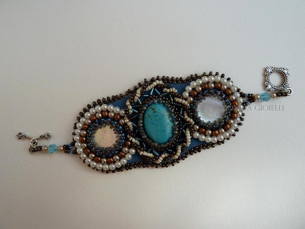 """Bracciale con pietre e perline fatto a mano con tecnica embroidery """"Trittico"""""""