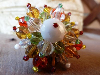 """Anello con pietre e perline fatto a mano con tecnica embroidery """"Alicia"""""""