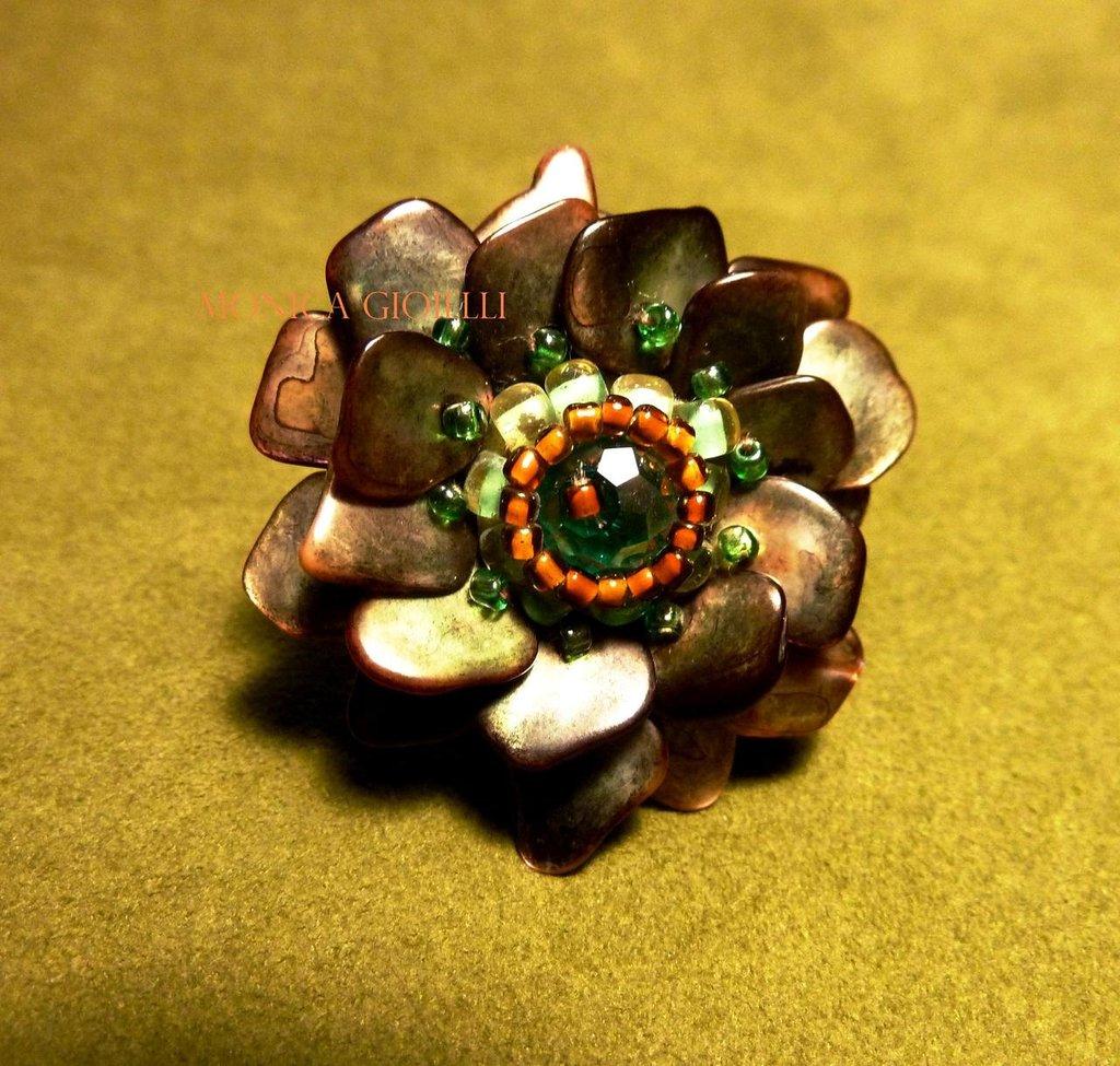 """Anello con pietre e perline fatto a mano con tecnica embroidery """"James Brown"""""""