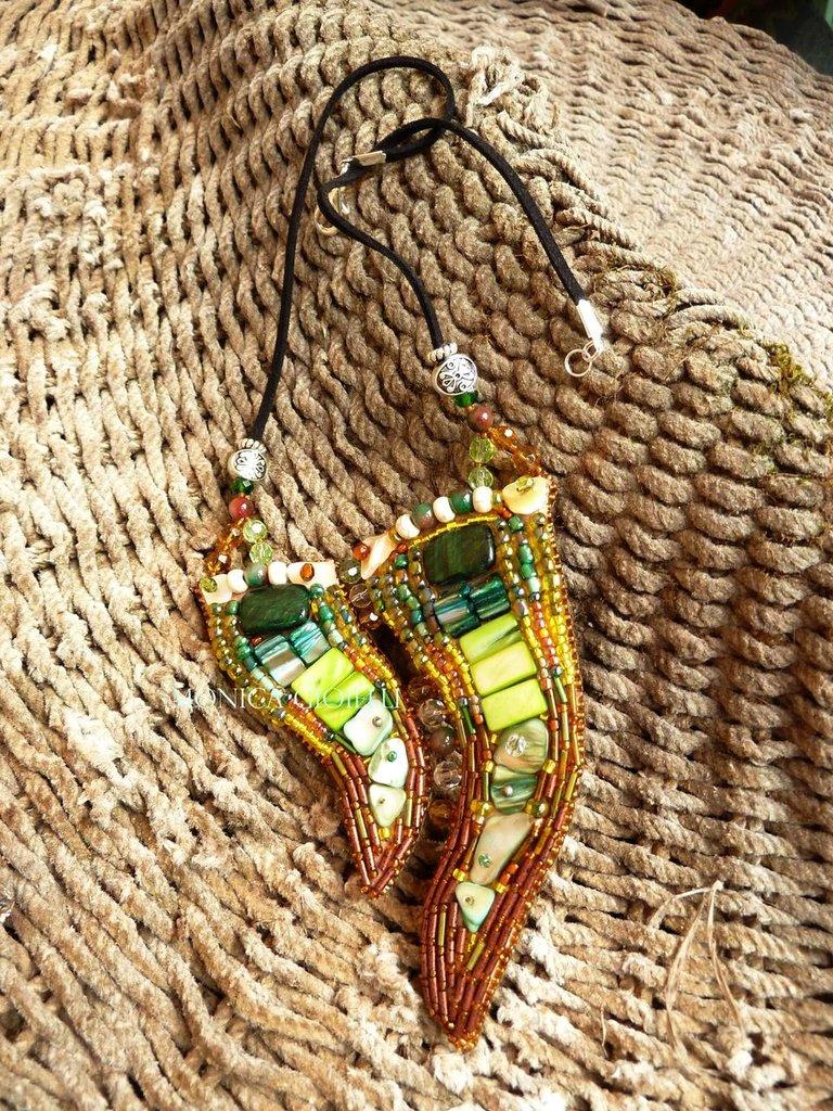 """Collana con pietre e perline fatta a mano con tecnica embroidery """"Dancing"""""""