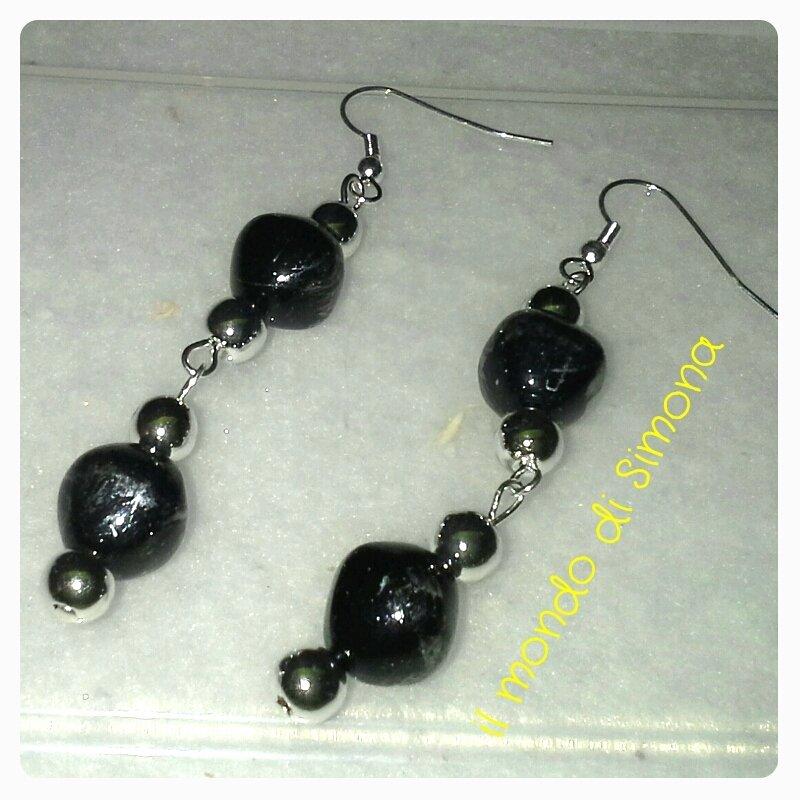 orecchini color argento e nero