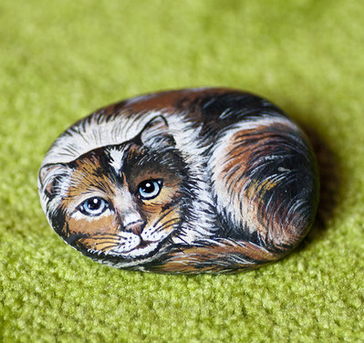 Dipinto su pietra - GATTINA TRICOLORE - Miniatura - Opera d'arte - Idea regalo