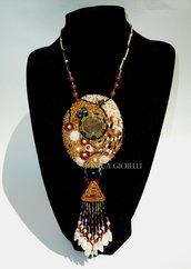"""Collana con pietre e perline fatta a mano con tecnica embroidery  """"Kandy"""""""