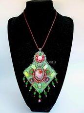 """Collana con pietre e perline fatta a mano con tecnica embroidery """"Matisse"""""""