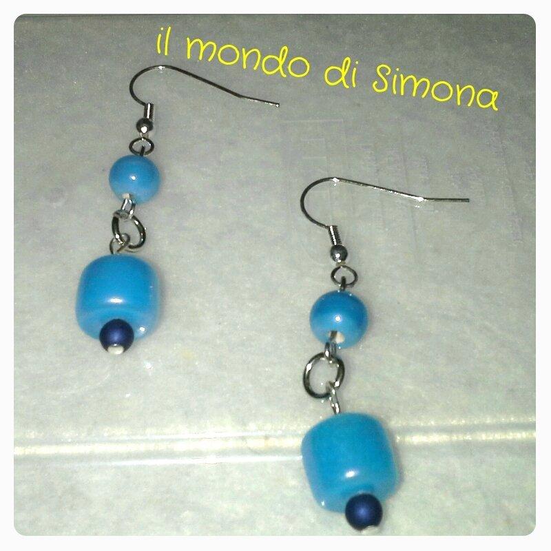 orecchini pendenti perle di vetro azzurre