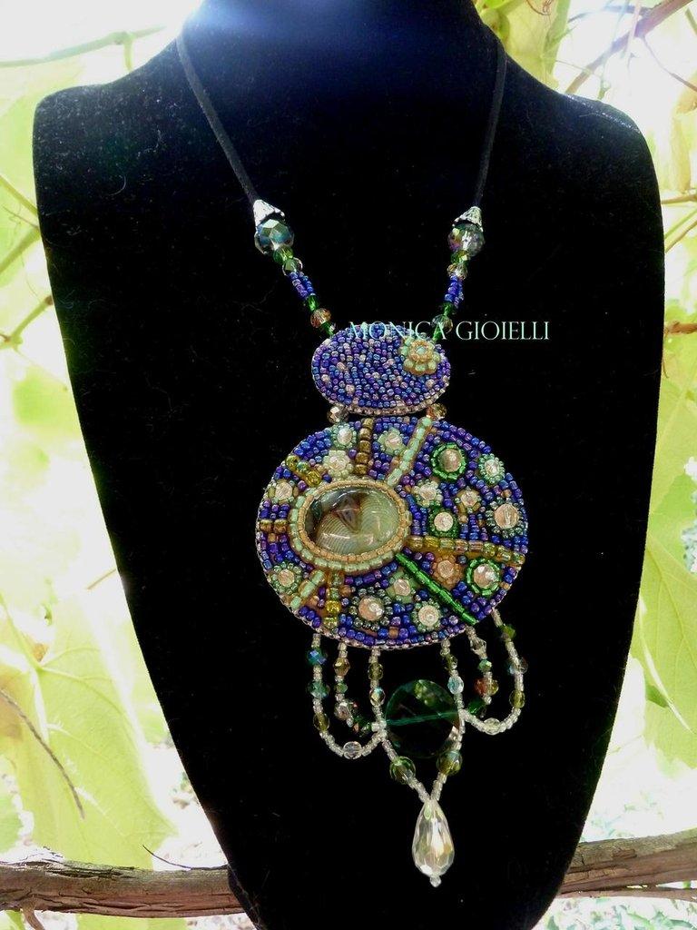 """Collana con pietre e perline fatta a mano con tecnica embroidery  """"Starry night"""""""