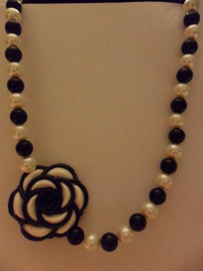 Collana lunga bianco/nero
