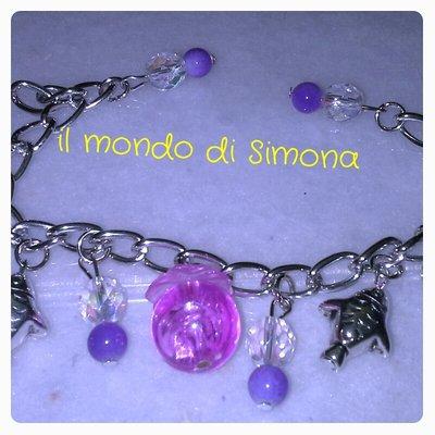 braccialetto catena argento con pendenti pesciolino e perline rosa a azzurro