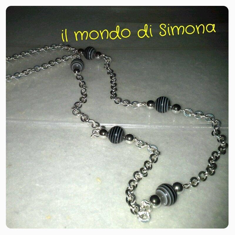 collana catena color argento e perle di vetro nere