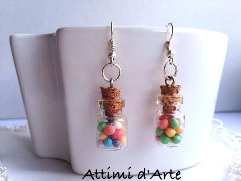 orecchini pendenti mini boccettine con palline colorate