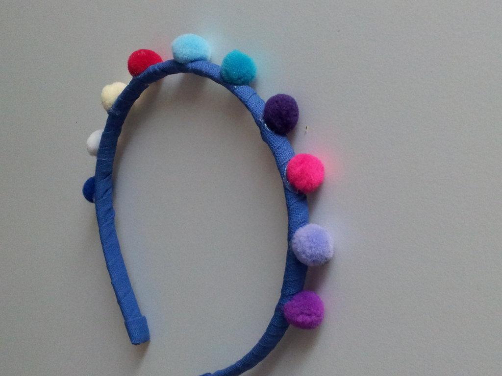 Cerchietto con pon pon colorati