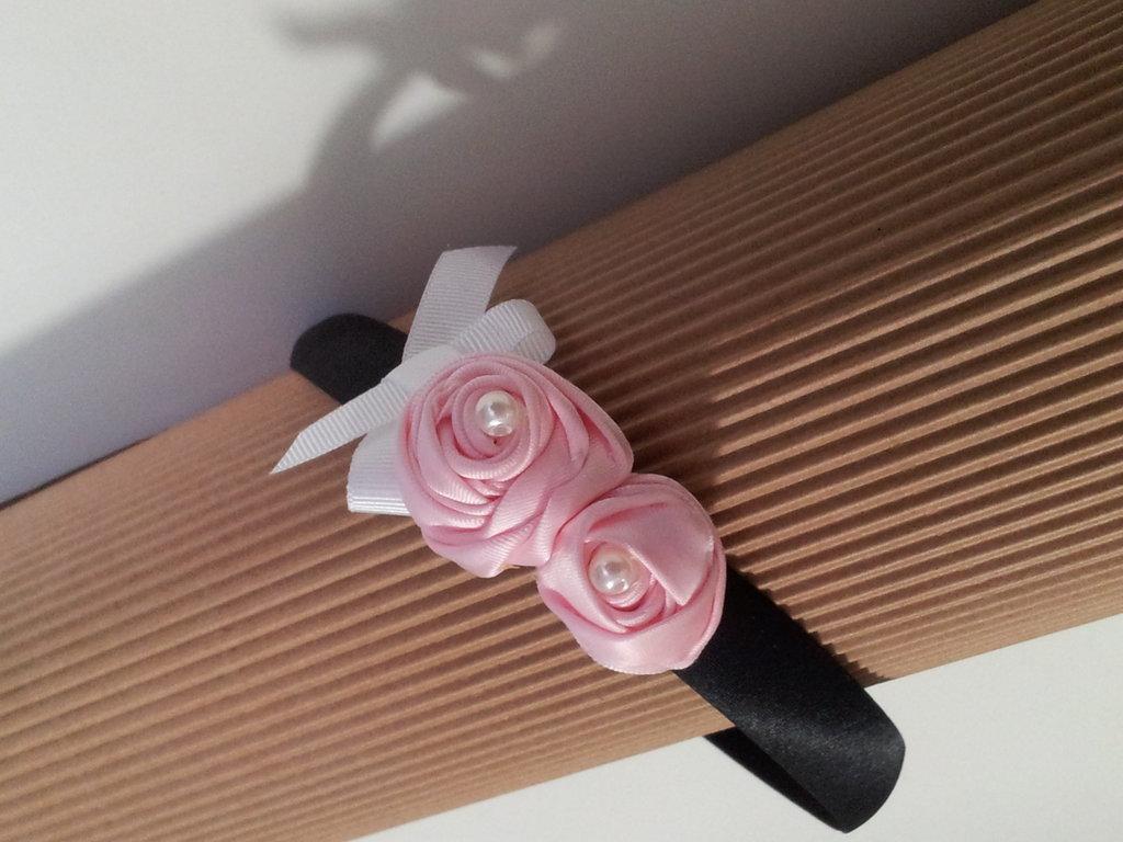 Cerchietto in raso con rose