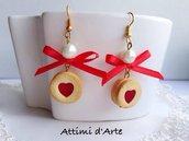 orecchini pendenti con biscottini realistici occhio di bue a cuore e fiocchetto in raso