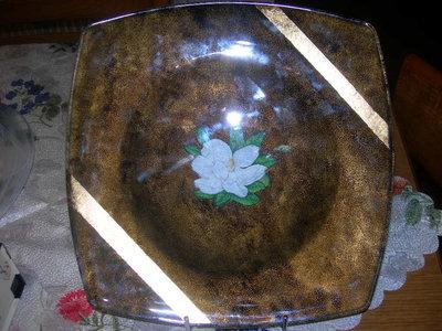 Piatto di vetro con foglia d'oro
