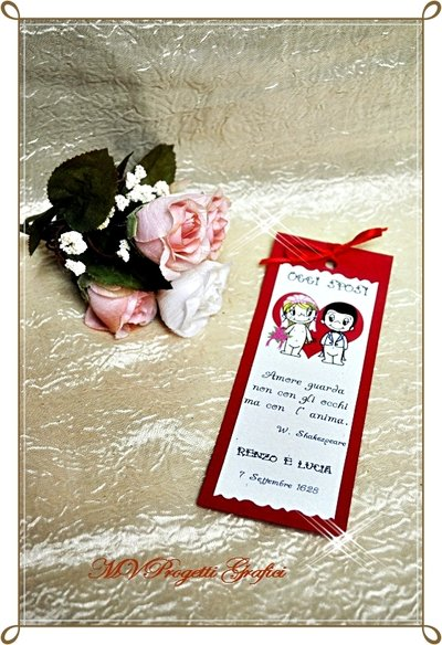 SEGNAPOSTO LOVE IS.. decorato a mano con nastrino e applicato su cartoncino rosso perlato - personalizzabile