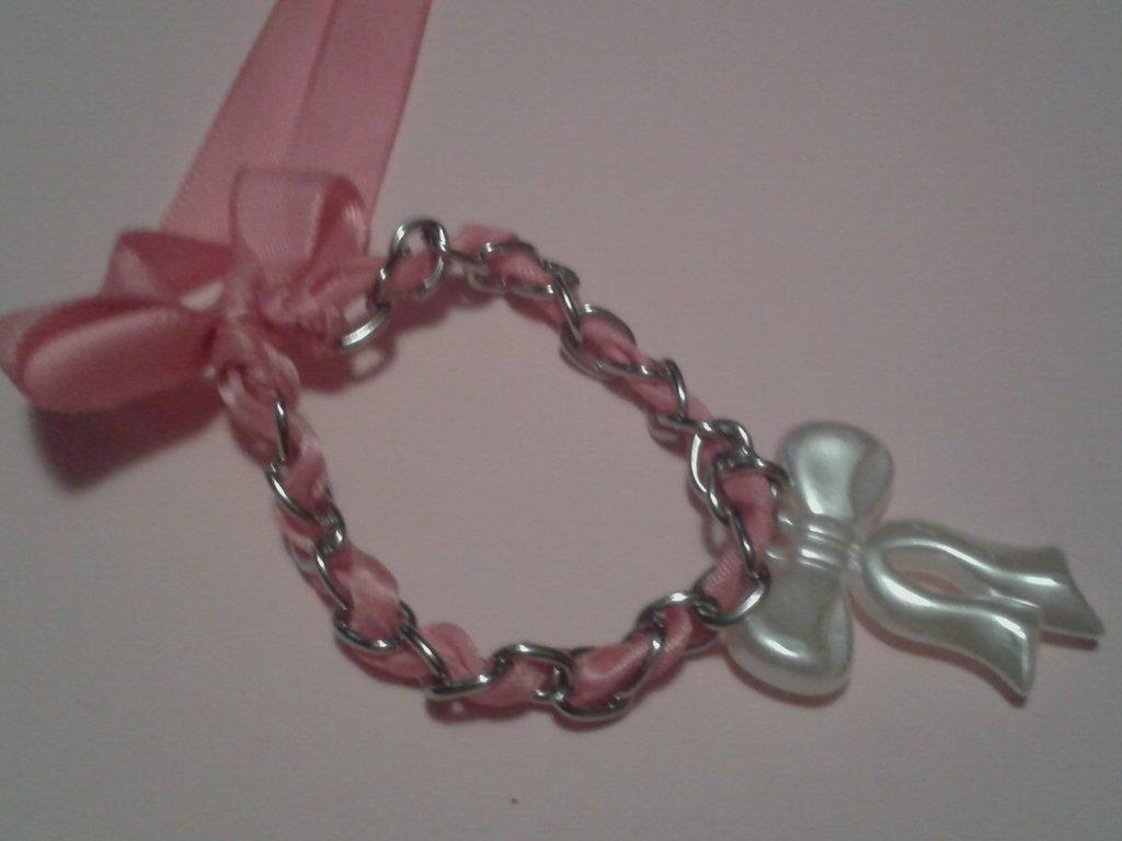 Bracciale con catena nastro e ciondolo con fiocco o rosa