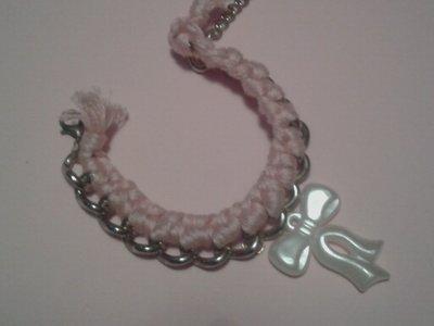 Bracciale con catena filo e ciondolo con fiocco o rosa
